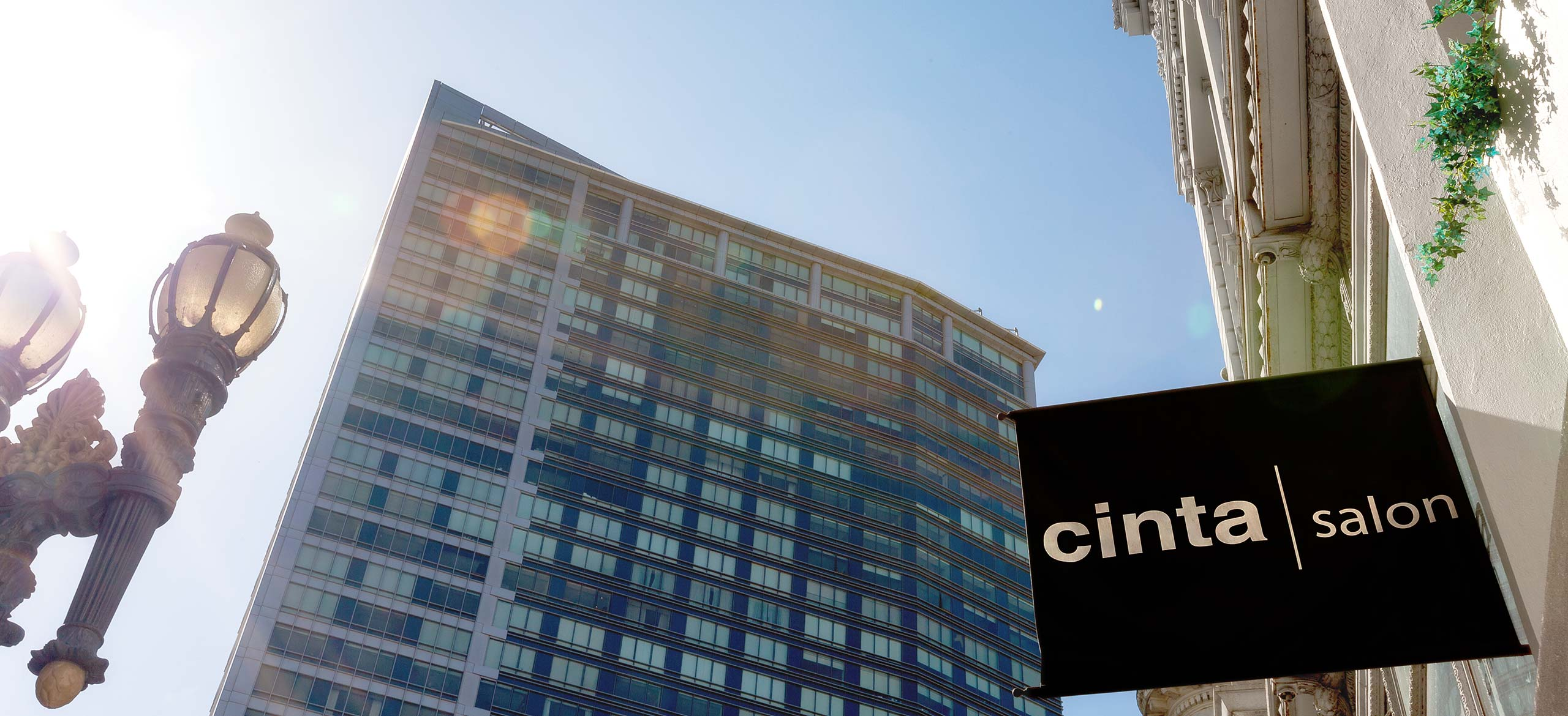 Cinta Salon - Exterior lamp and sign
